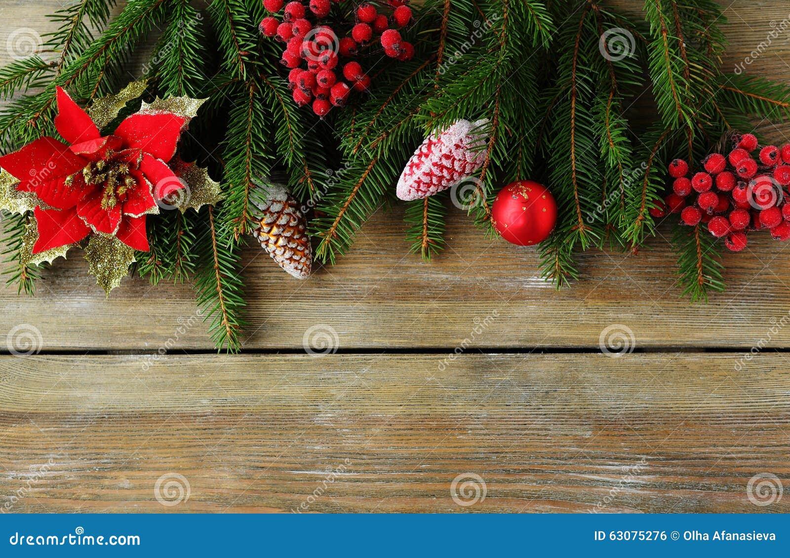 Download Contexte De Noël Avec La Branche Verte Et Les Décorations Rouges Photo stock - Image du carte, salutation: 63075276