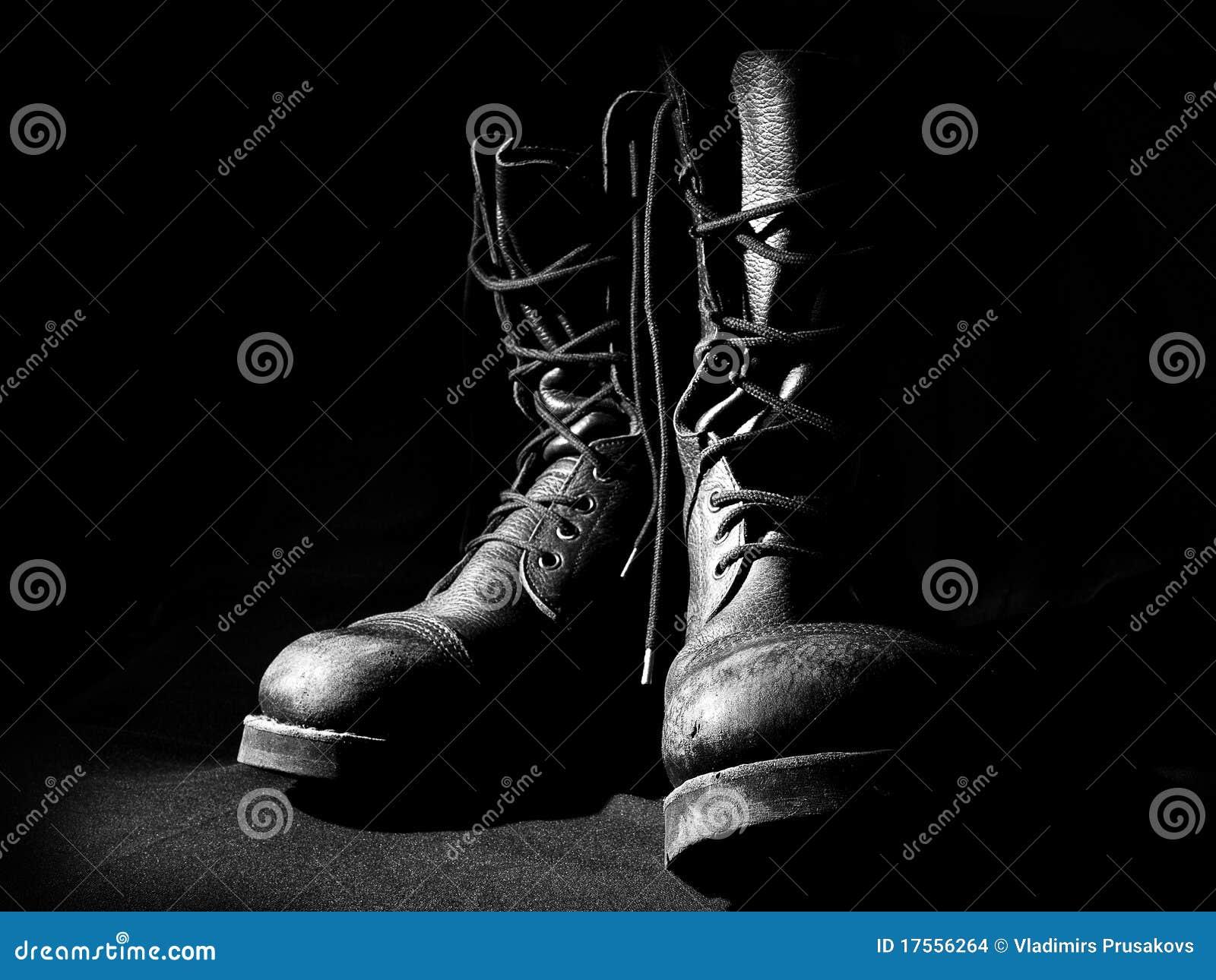 Contorno de carregadores militares