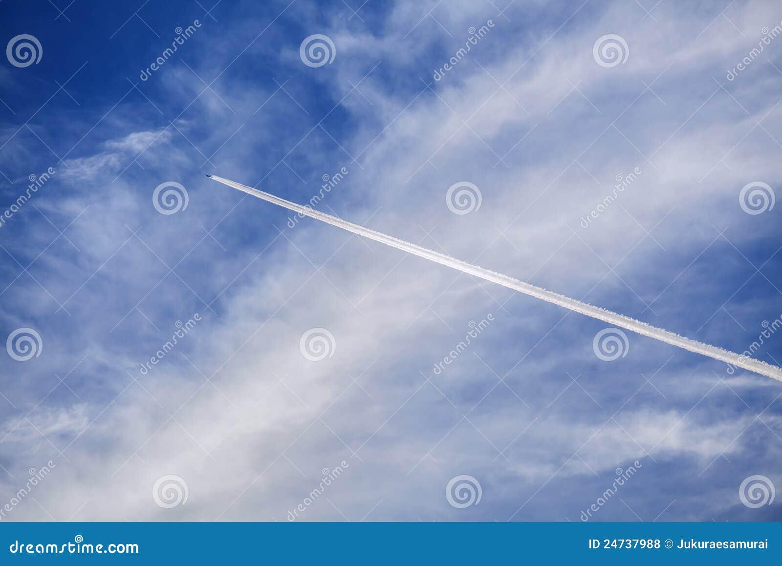 Contrails самолета