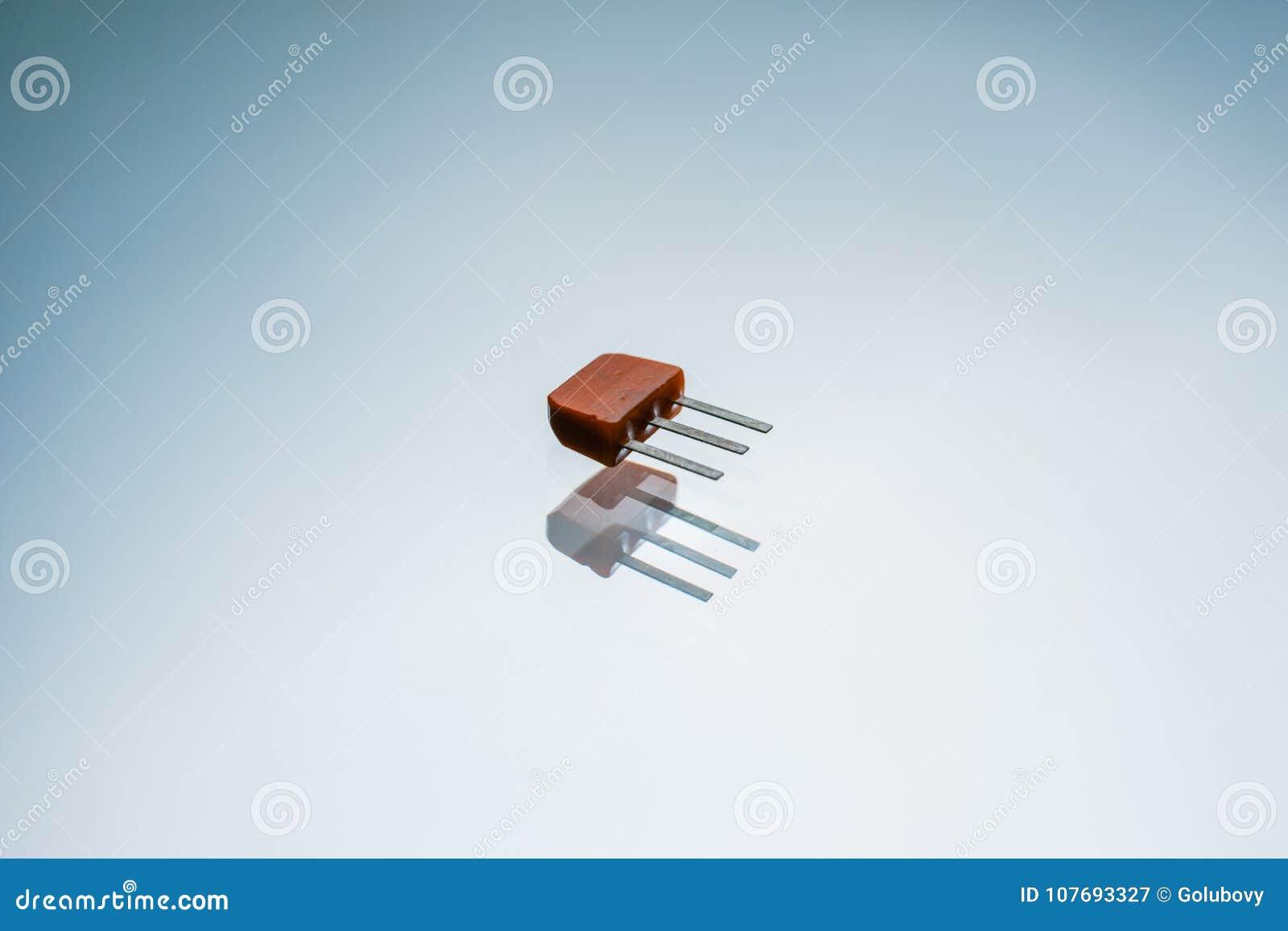 Circuito Transistor : Control electrónico del circuito de salida del transistor imagen de