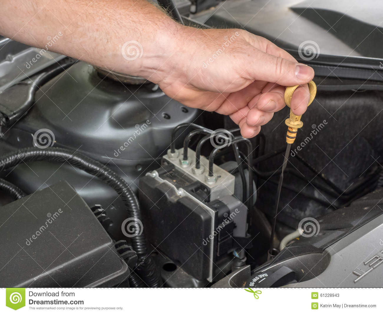 Control of the level of engine oil of a car stock image for Motor oil for my car