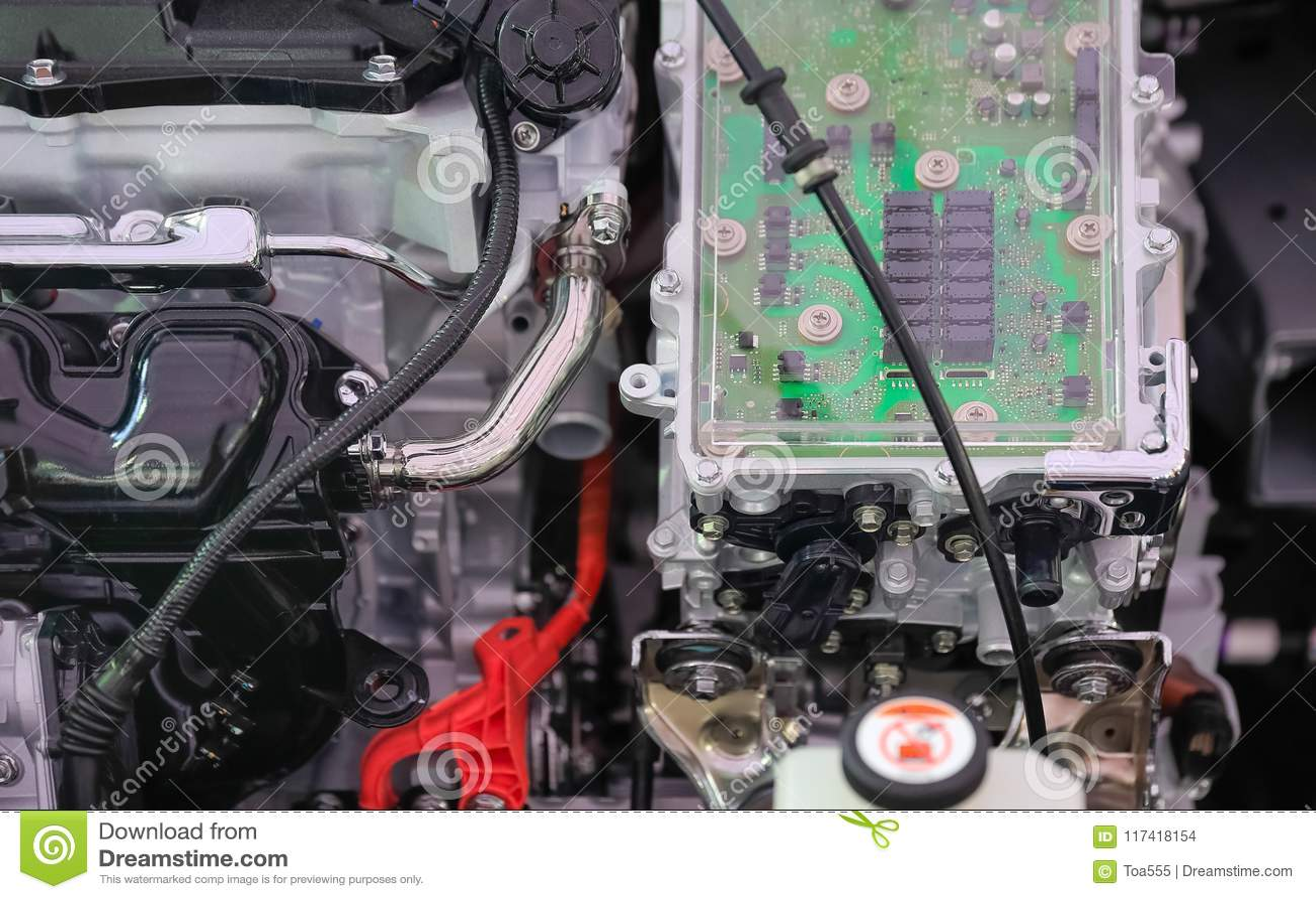 Controle da eletrônica de poder no carro híbrido do motor