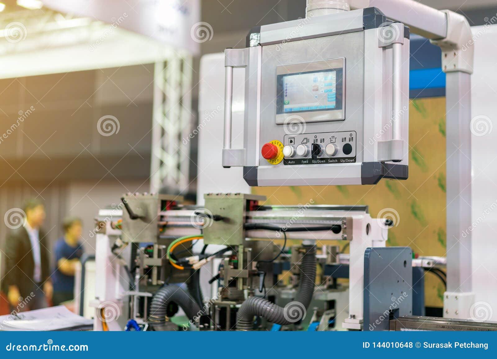 Controlebord van modern en geavanceerd technisch van automatische publicatie of drukmachine