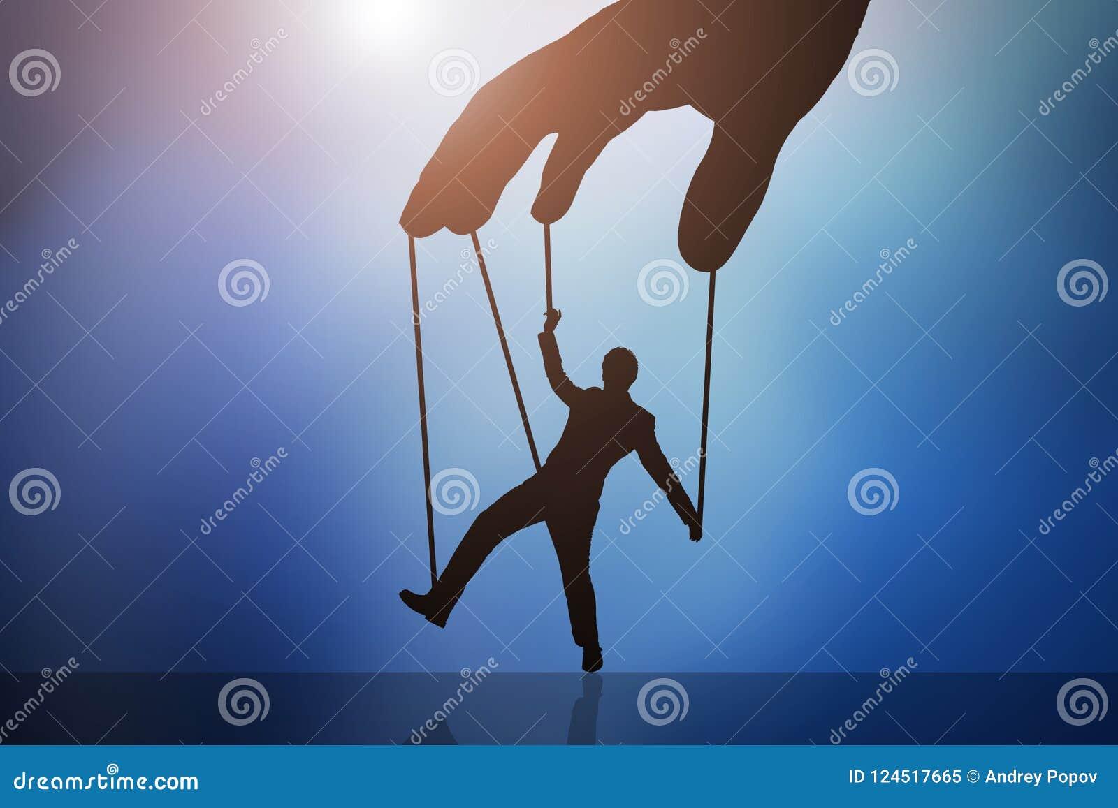 Controlerende de Marionettenmens van de persoons` s Hand