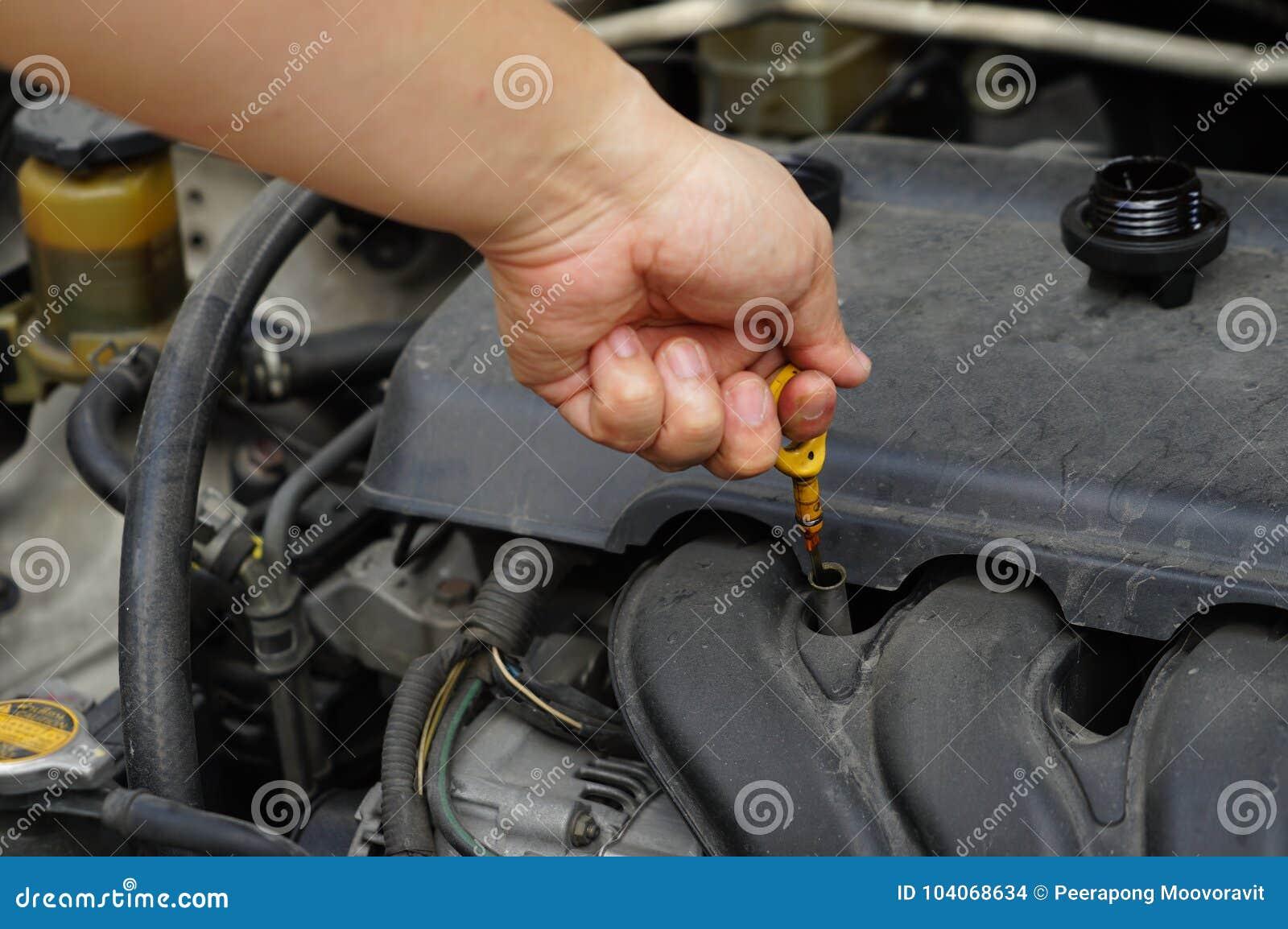 Controllo automobilistico del motore del livello di olio di manutenzione