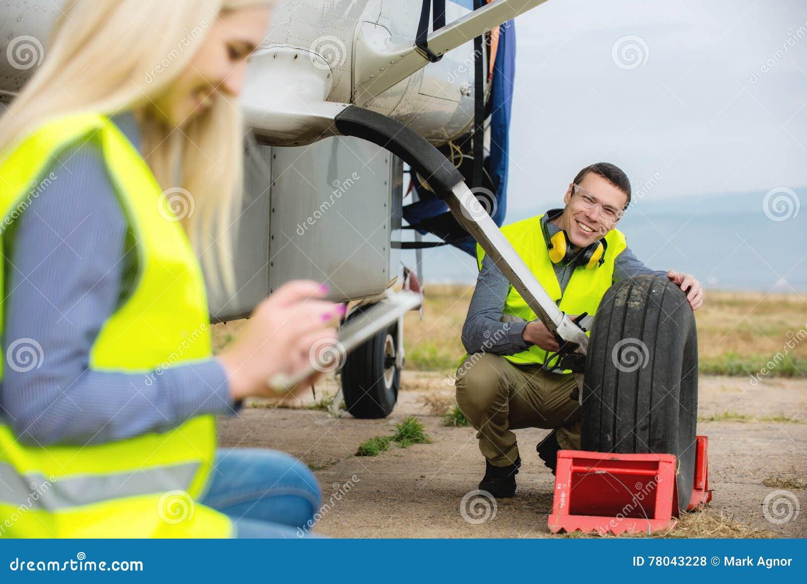 Controllo del aircraft& x27; gomma di s