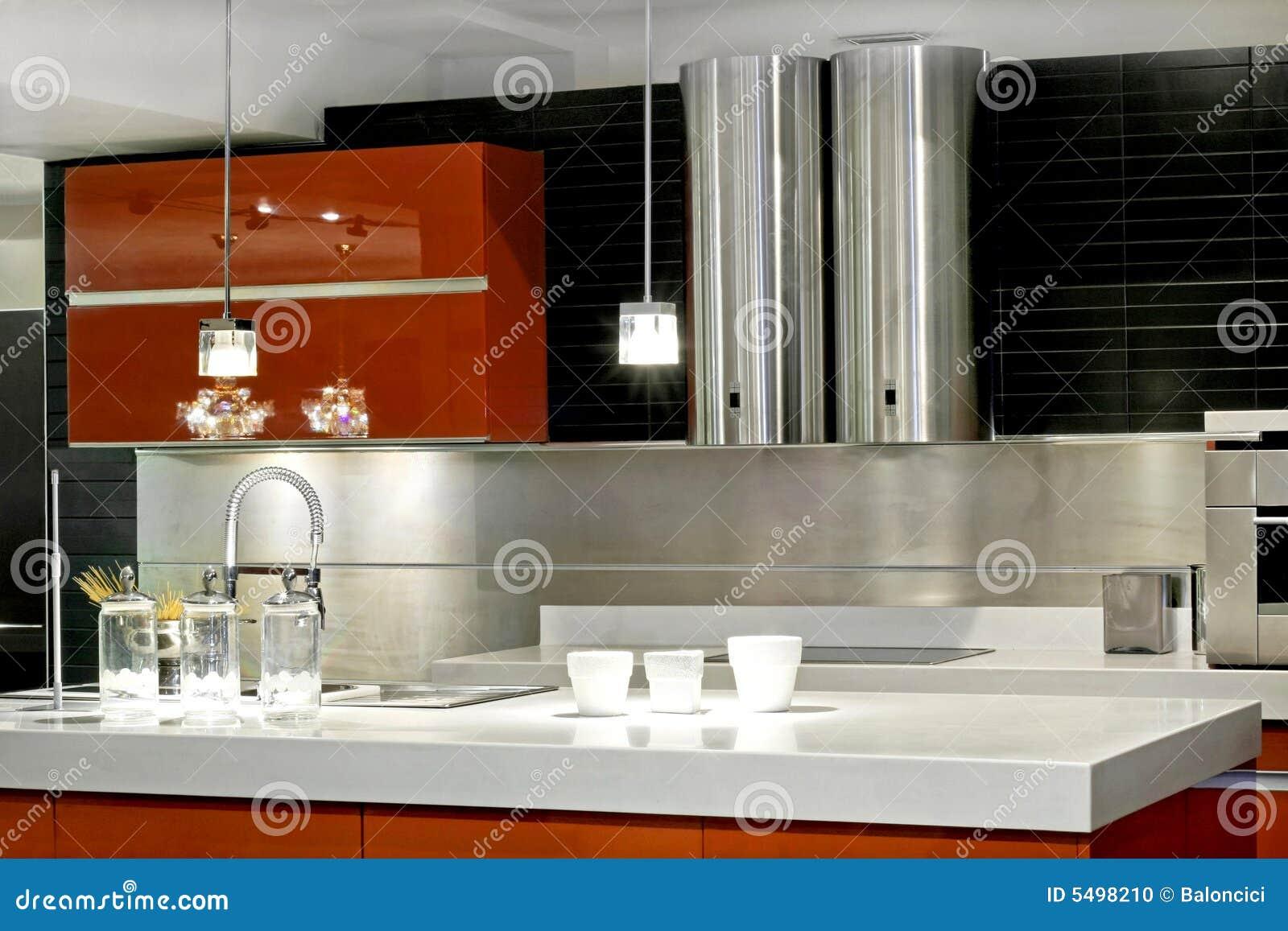 Controsoffitto Moderno Della Cucina Con Doppia Ventilazione Metallica. #842B08 1300 957 Cucina In Controsoffitto