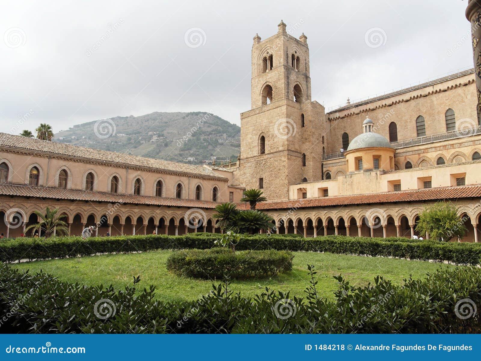 Convento della cattedrale di monreale fotografia stock for Interno a un convento