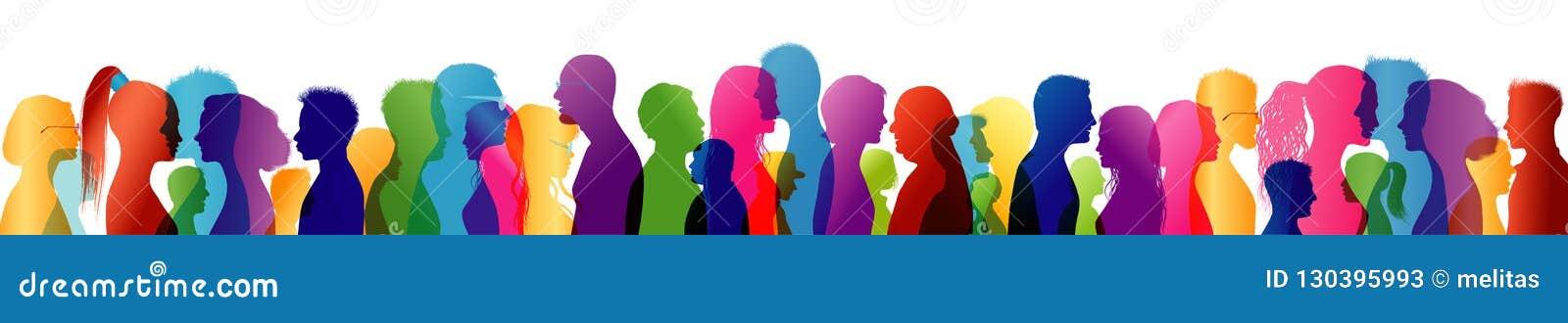 Conversazione della folla Gruppo di persone conversazione parli per comunicare Profili colorati della siluetta