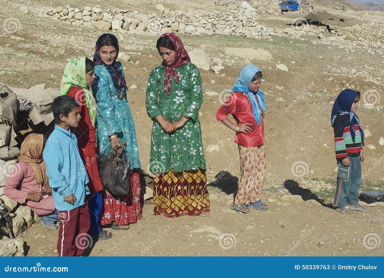 Conversazione delle giovani donne circa Ispahan, Iran