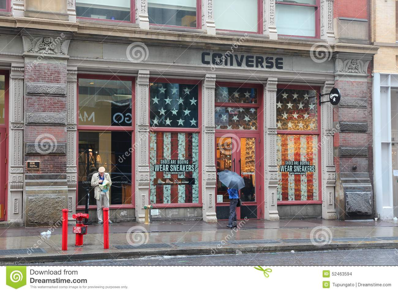 Converse store manhattan editorial stock image image of for Store fenetre new york