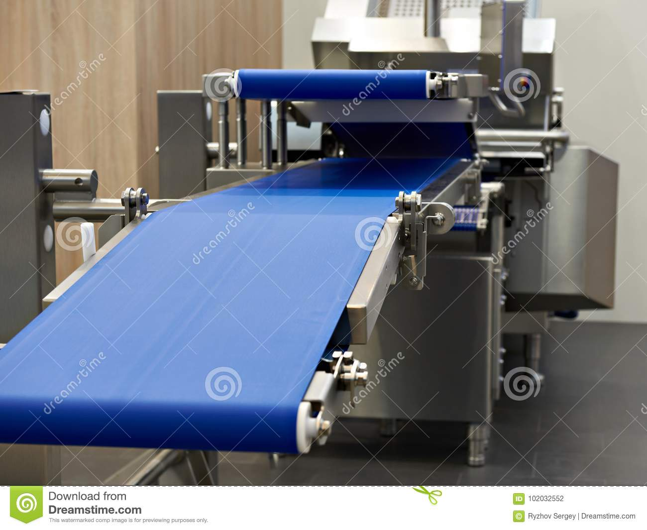Conveyor and slicer for food industry