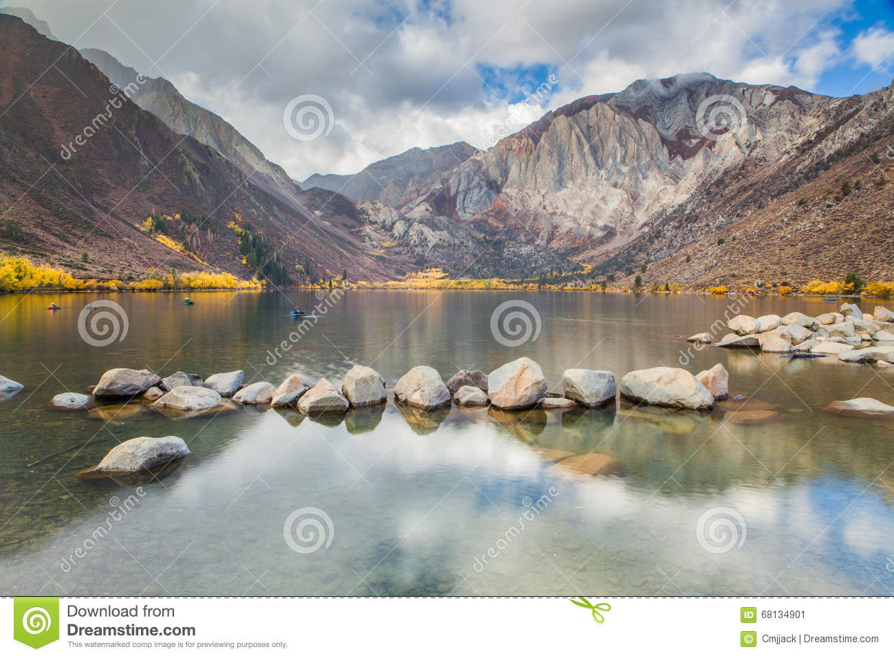 Convict Lake in the Eastern Sierra Mountains in autumn, California, USA