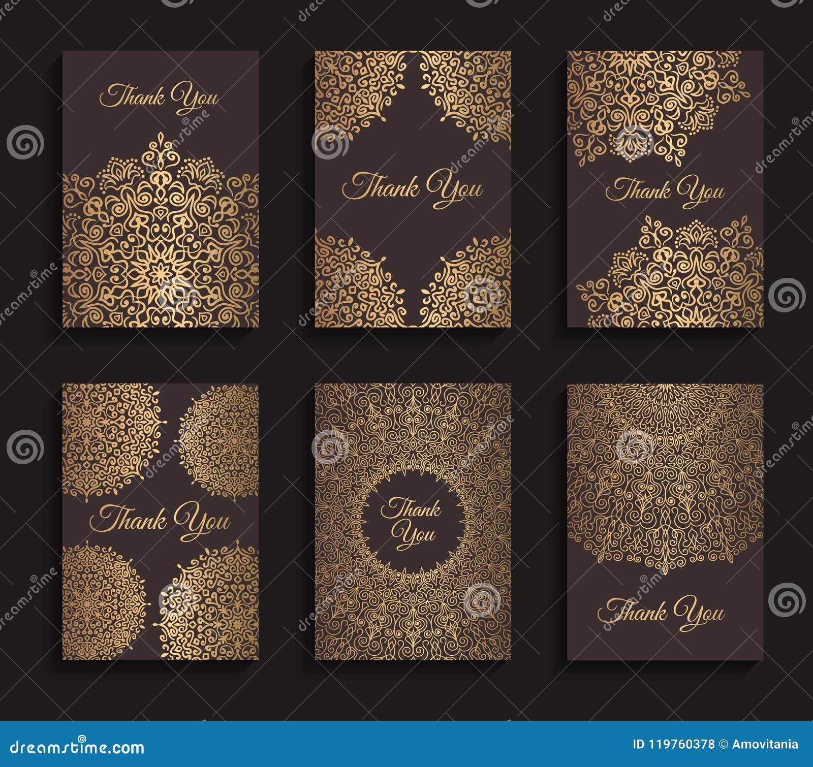 Convites dourados do vetor ajustados