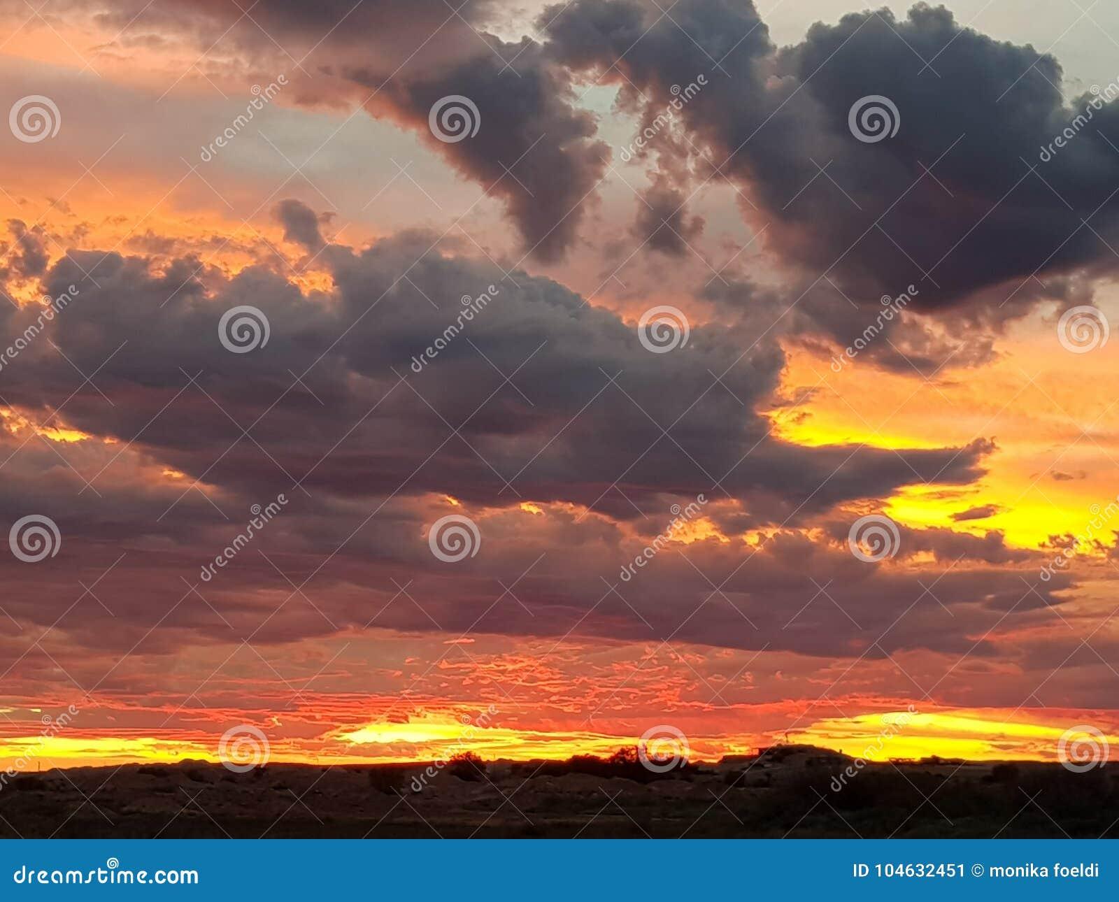 Download Coober Pedy Zon Geplaatst Zuid-Australië Stock Afbeelding - Afbeelding bestaande uit reeks, australië: 104632451