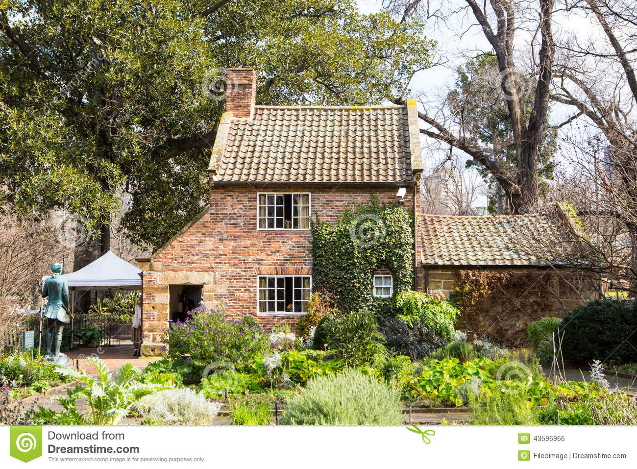 Cook 39 s cottage stock photo image 43596966 for Cottage style homes melbourne