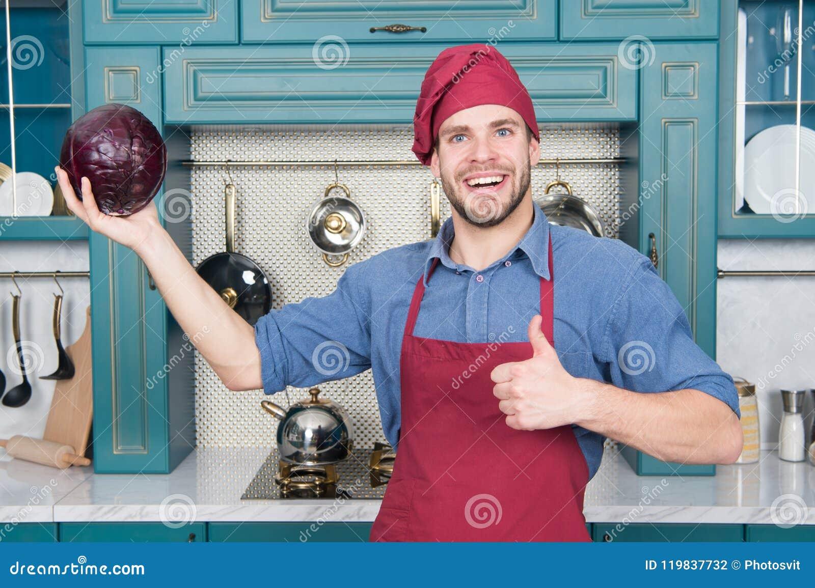 Cook w dobrym nastroju Relaksuje stawiający dalej niektóre muzyka Opanowany kucharz jest skuteczny jeden Mężczyzna szef kuchni lu