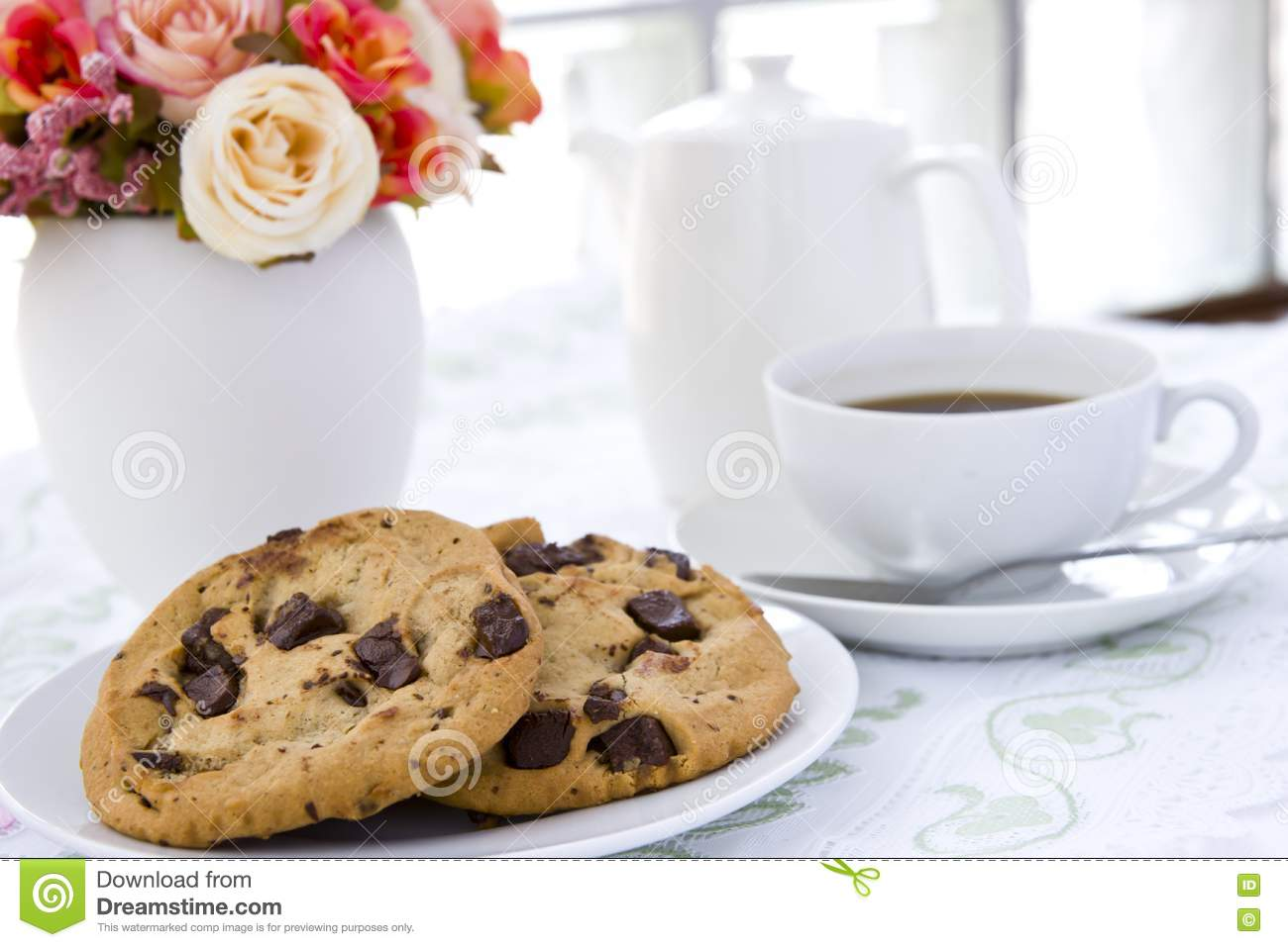 Cookie With Black Coffee And Flow Royalty Free Stock Photos - Image ...