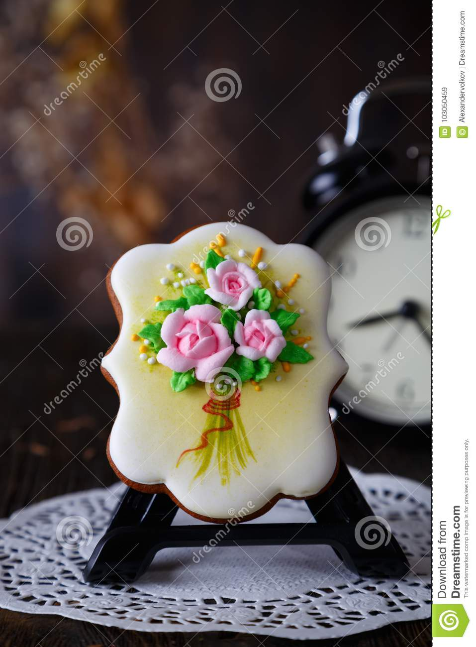 Cookie with the handmade icing flowers decoration