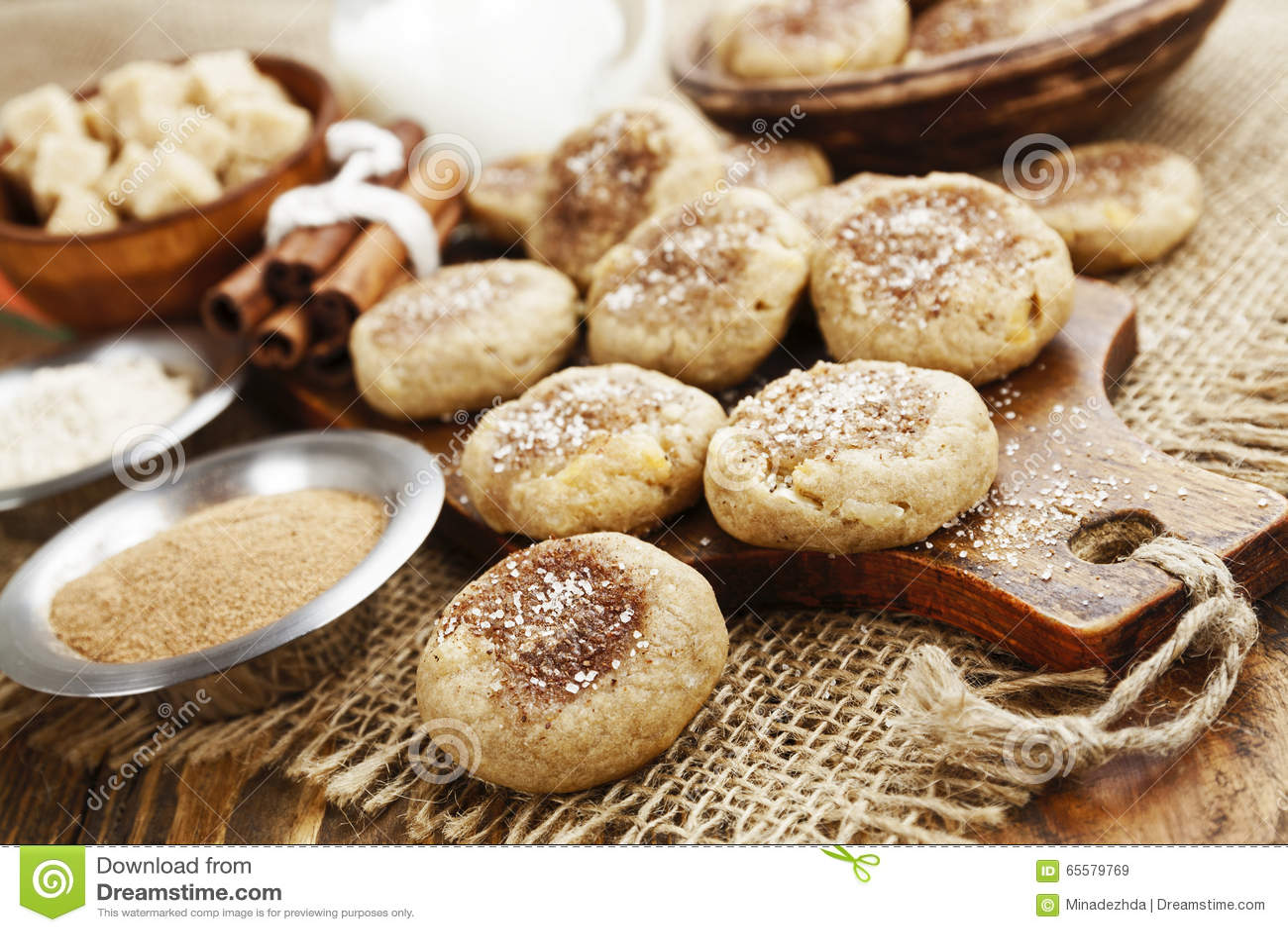Cookies de farinha de aveia caseiros com canela