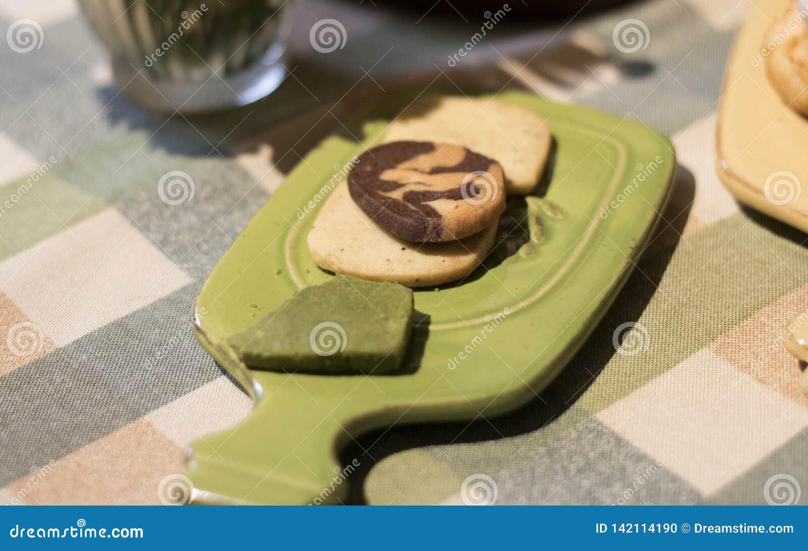 Cookies dos pedaços de chocolate na almofada