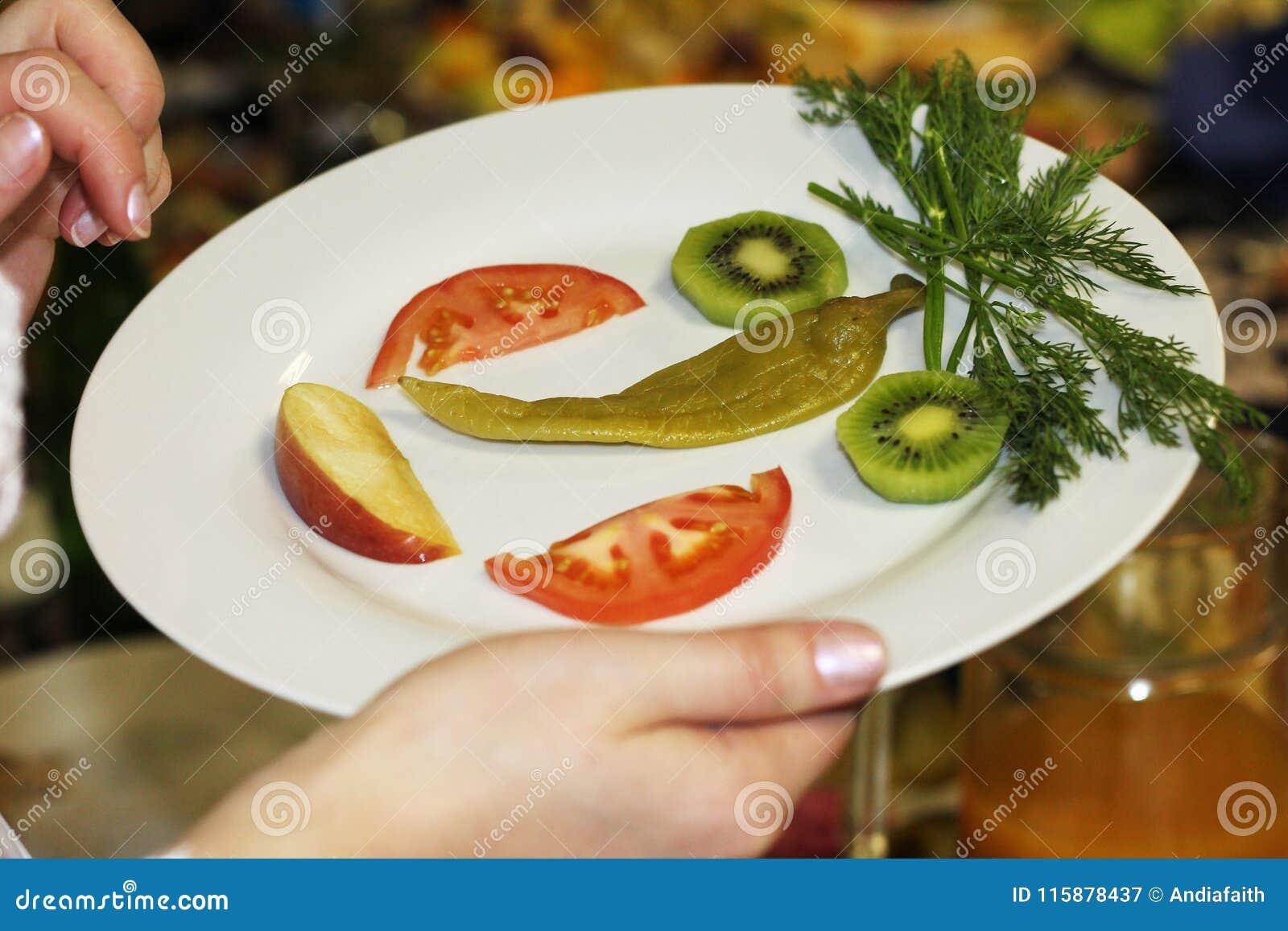 Cooking Grappig die gezicht van groenten en vruchten wordt gemaakt