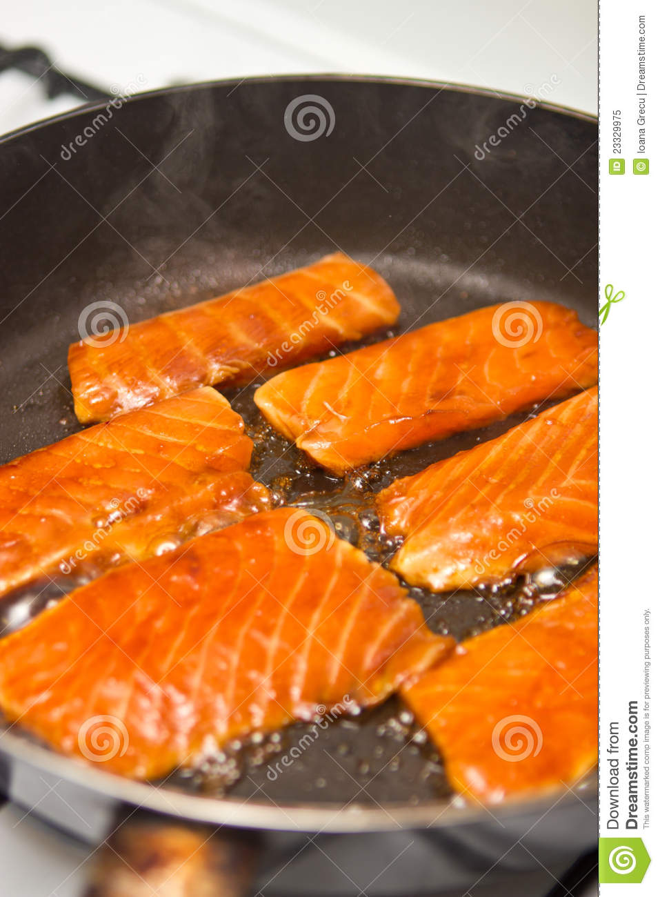 how to cook a fillet of salmon on a pan
