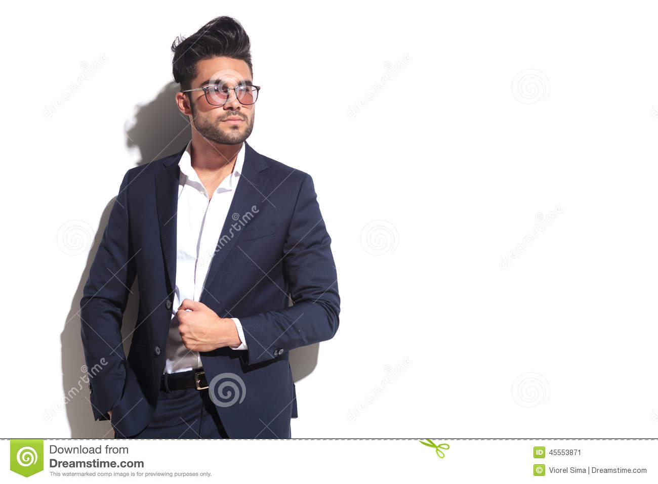 cool-business-man-wearing-sunglasses-pul