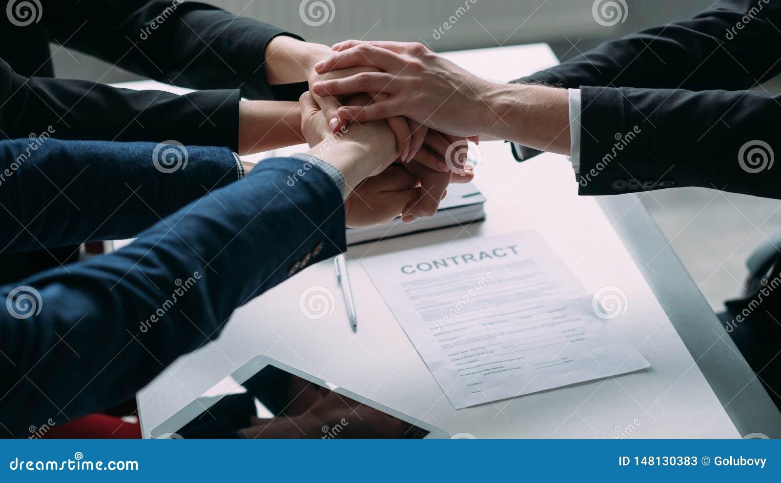 Coopération réussie de travail d équipe d association