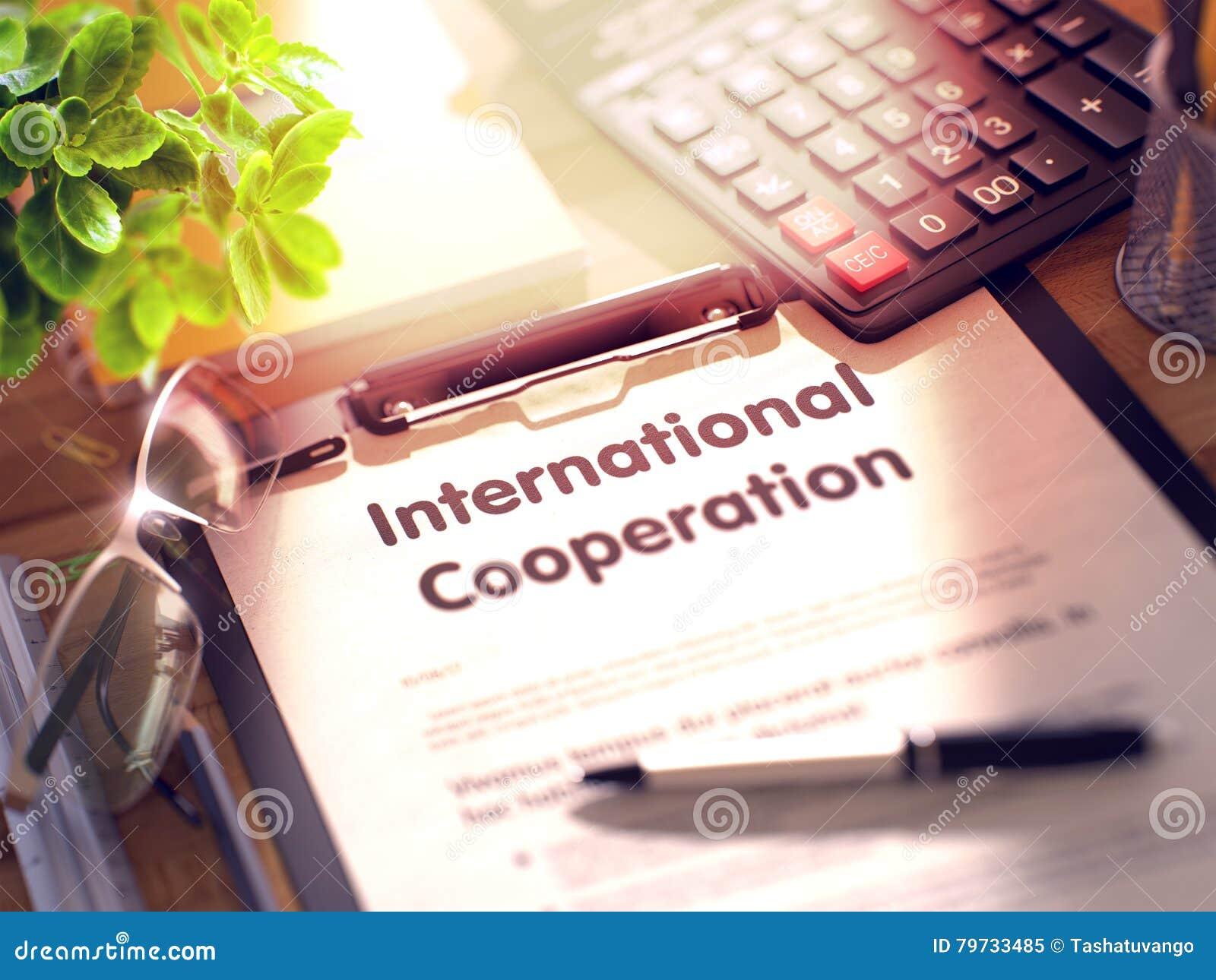Cooperación internacional - texto en el tablero 3d