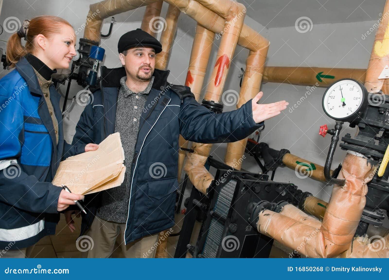 Coordenadores do aquecimento no quarto de caldeira