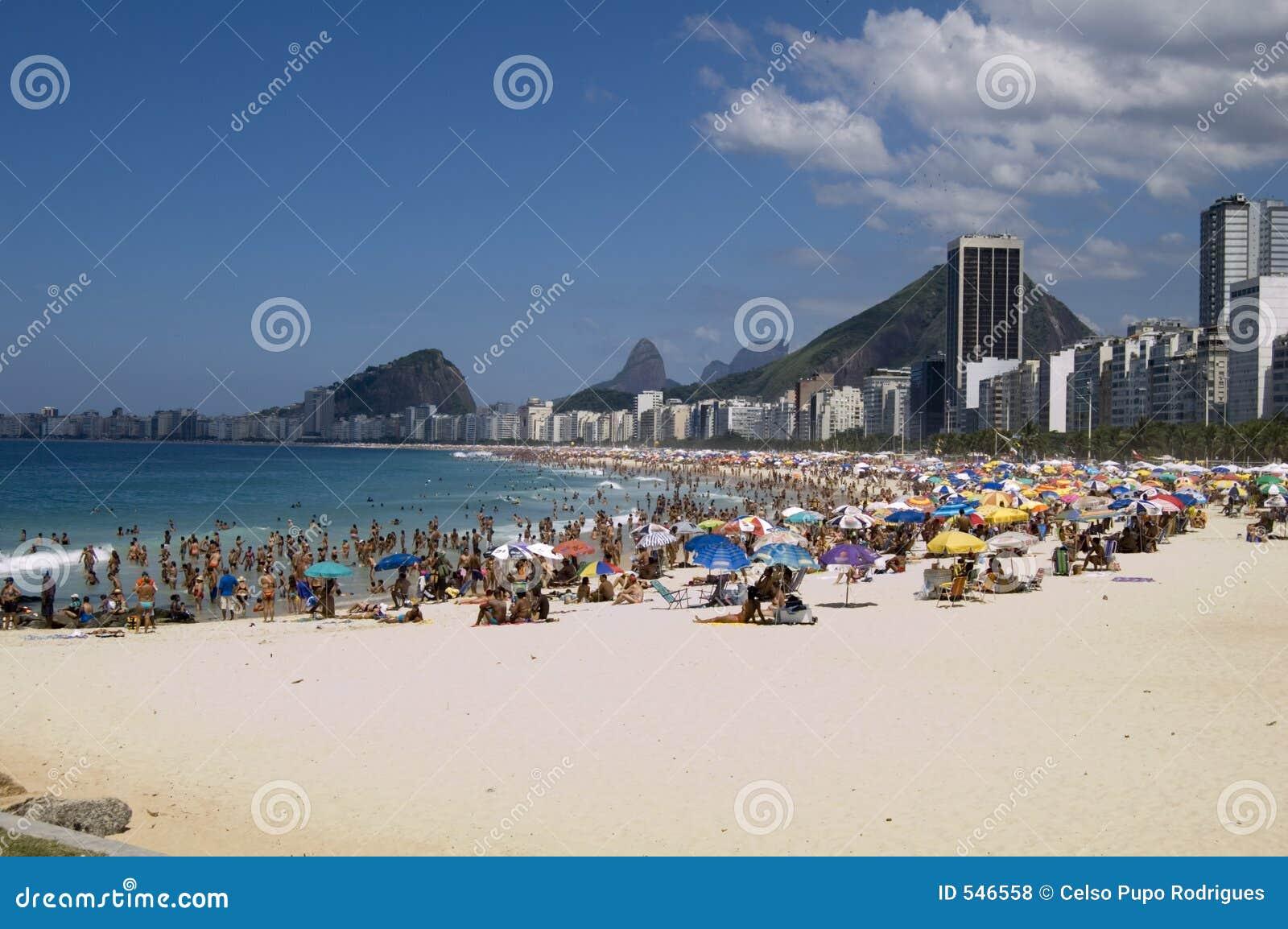 Download Copacabana 库存照片. 图片 包括有 海洋, 岩石, 海运, 夏天, 都市, 重新创建, 小珠靠岸的 - 546558