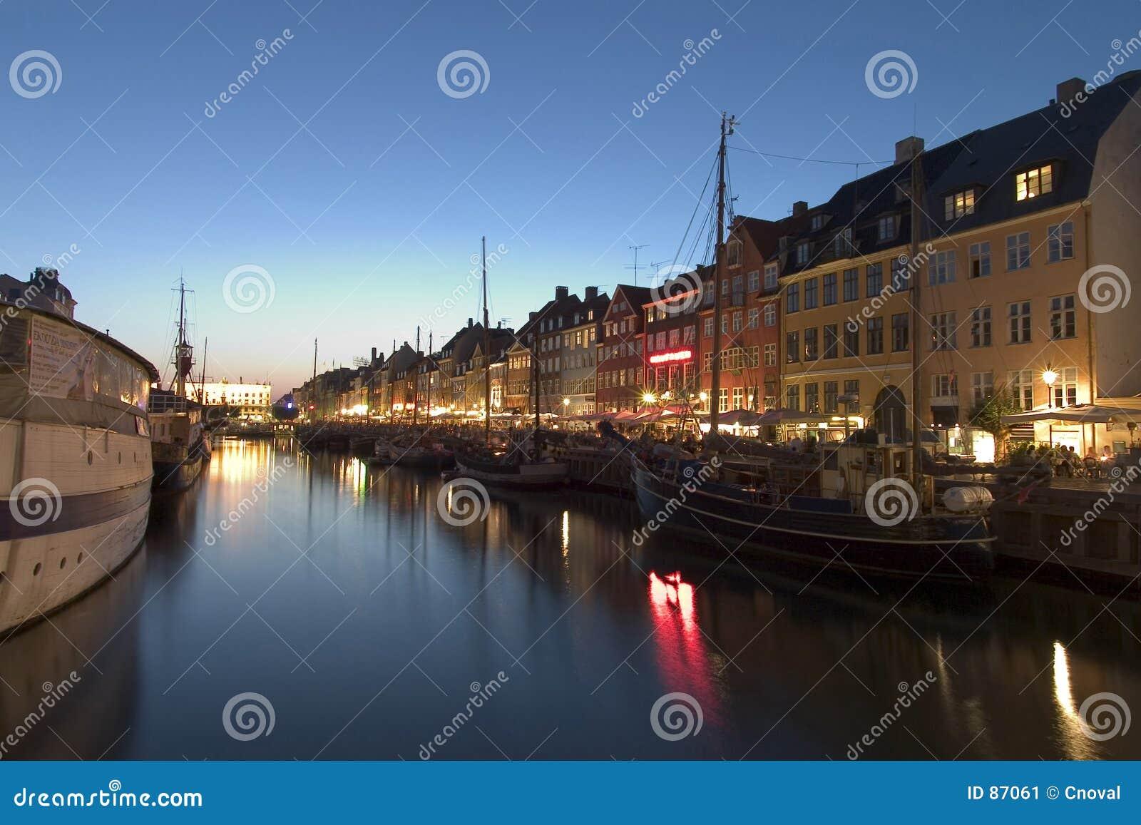 Copehagen nocy nyhavn portu
