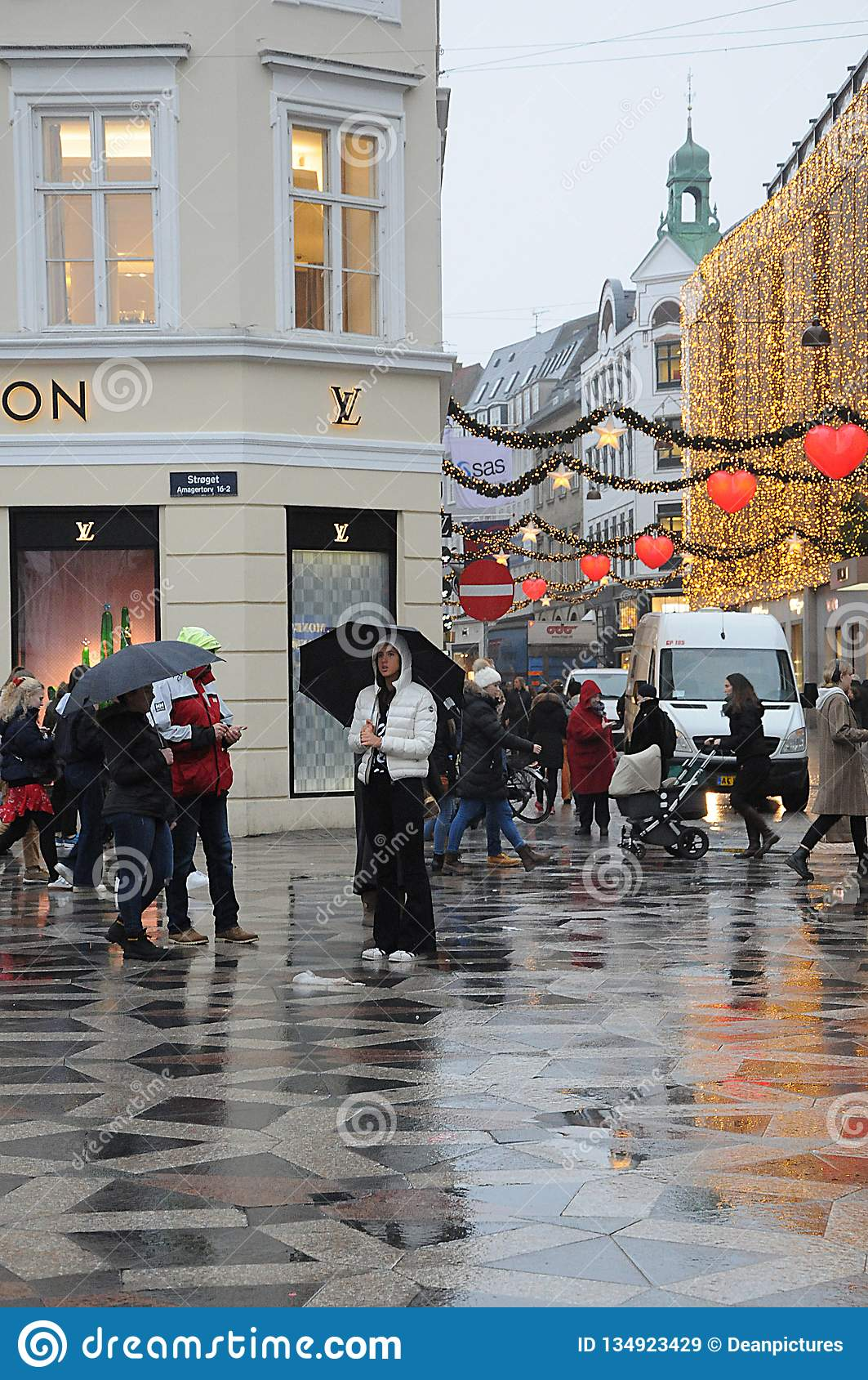 Christms Shoppers Under Embrelass On Rainy Day Editorial Stock Image