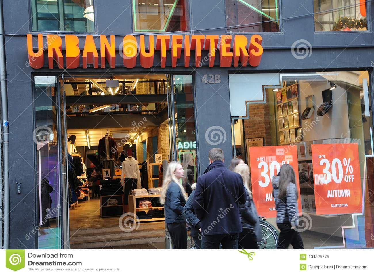 30  discount sale at urban oufitter store