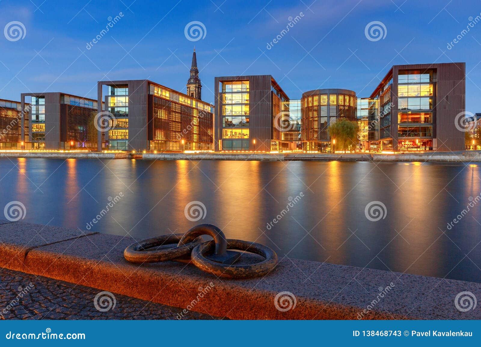 Copenhagen Miasto bulwar przy zmierzchem