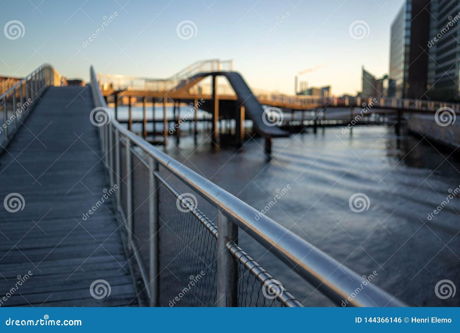 Copenhague, Dinamarca - 1 de abril de 2019: Puente de Kalvobod que es una estructura moderna