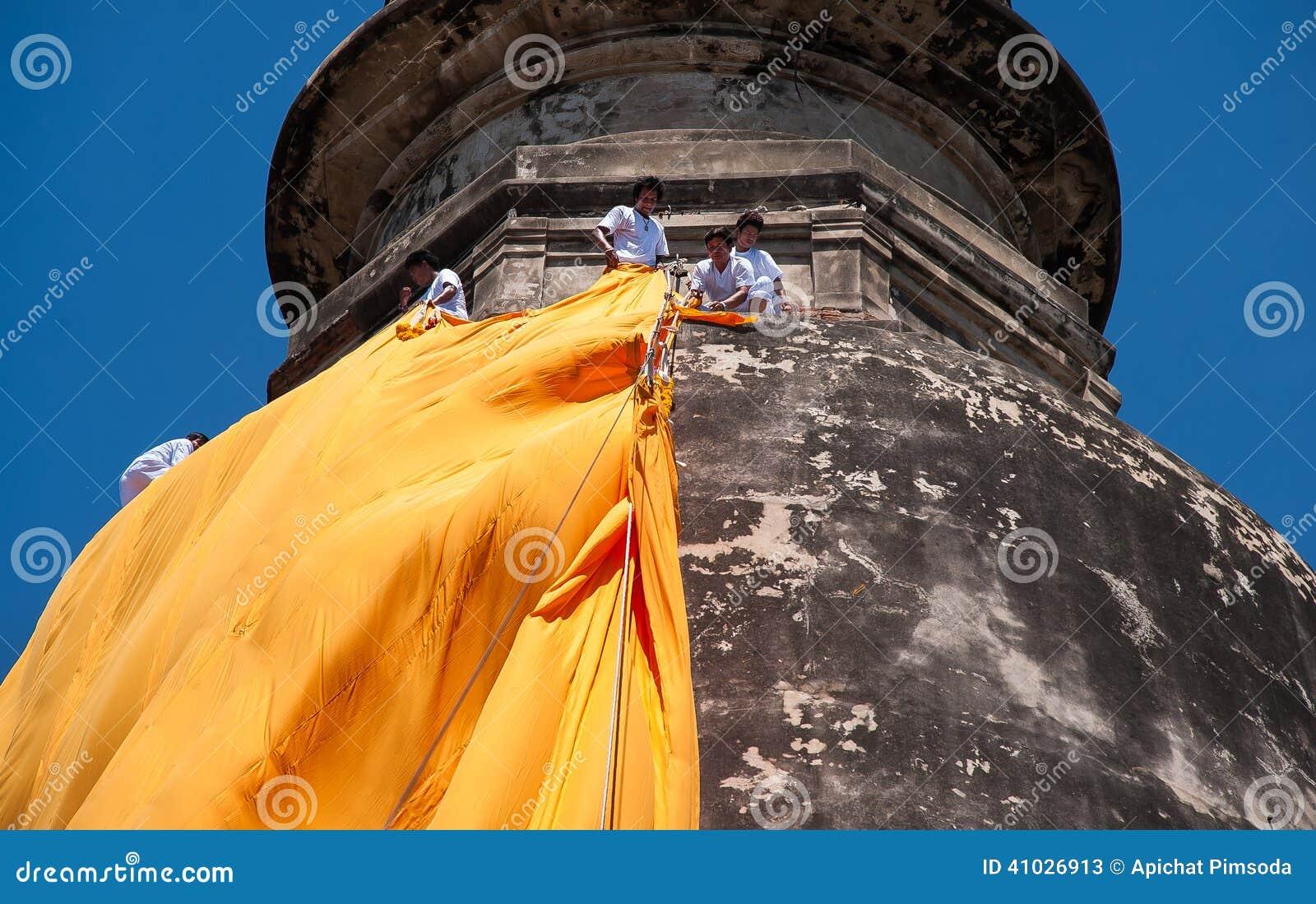 Coperta tradizionale a Wat Yai Chaimongkol