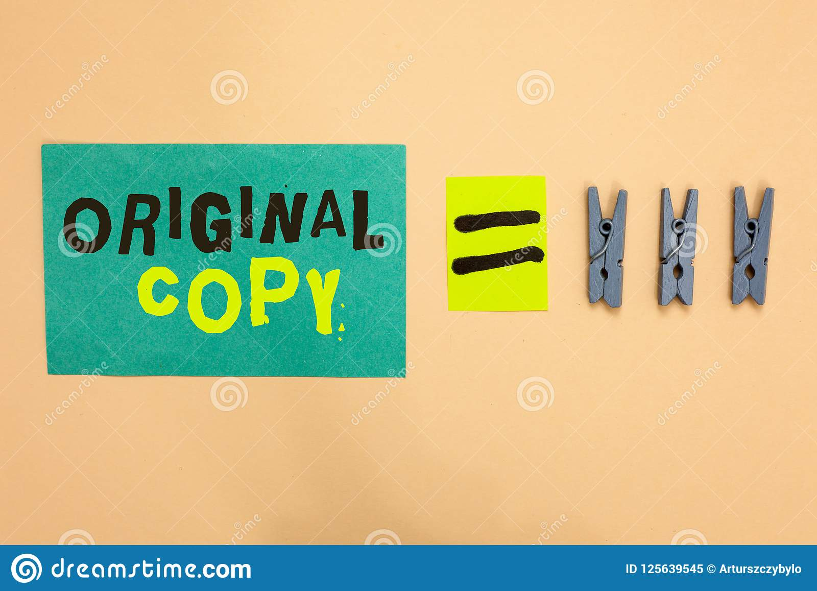 Copia de la original del texto de la escritura Concepto que significa el igual patentado calificado sin imprimir del recordatorio