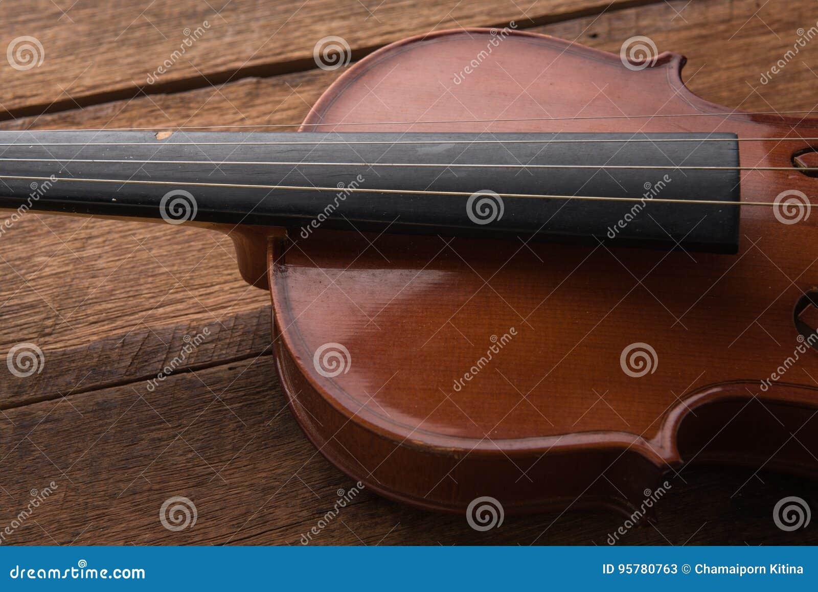 Copie o espaço com fim acima do tiro de um violino & de um x28; violino, violoncelo, sympho