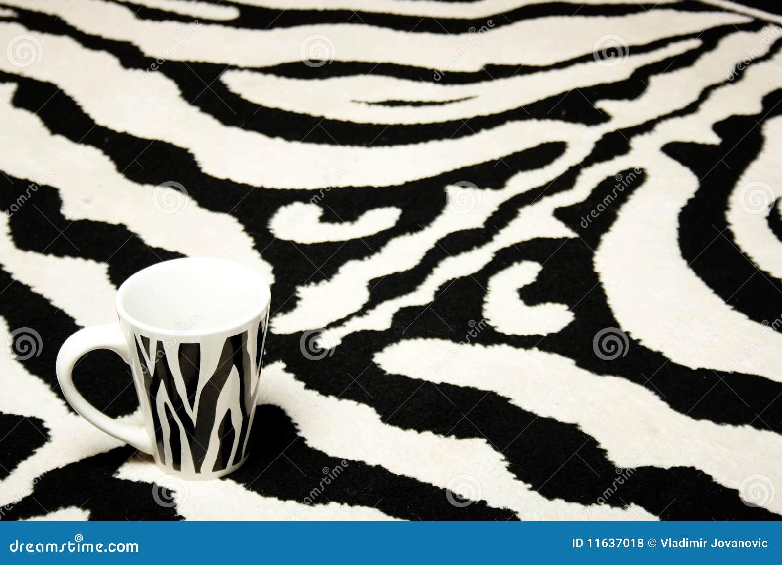 Copo da zebra no tapete da zebra fotos de stock royalty for Zebra tapete