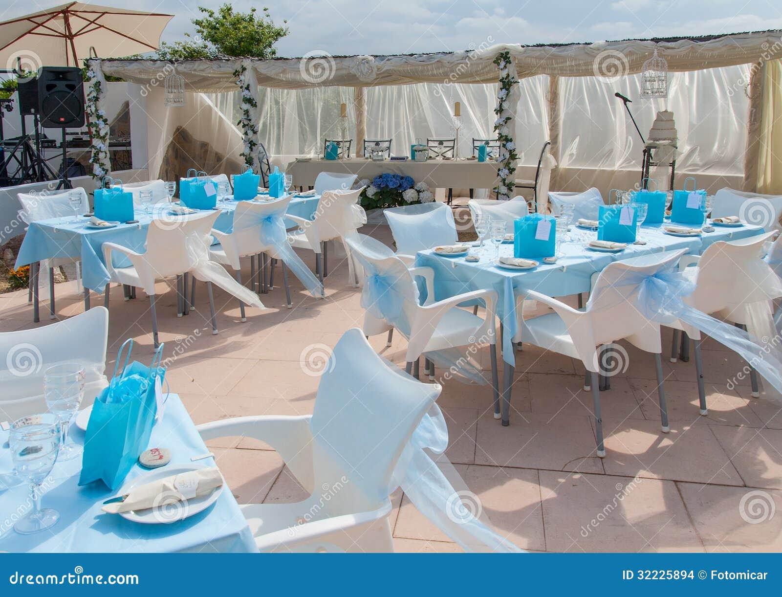 Download Copo De água Pequeno Na Espanha Foto de Stock - Imagem de outdoor, casamento: 32225894