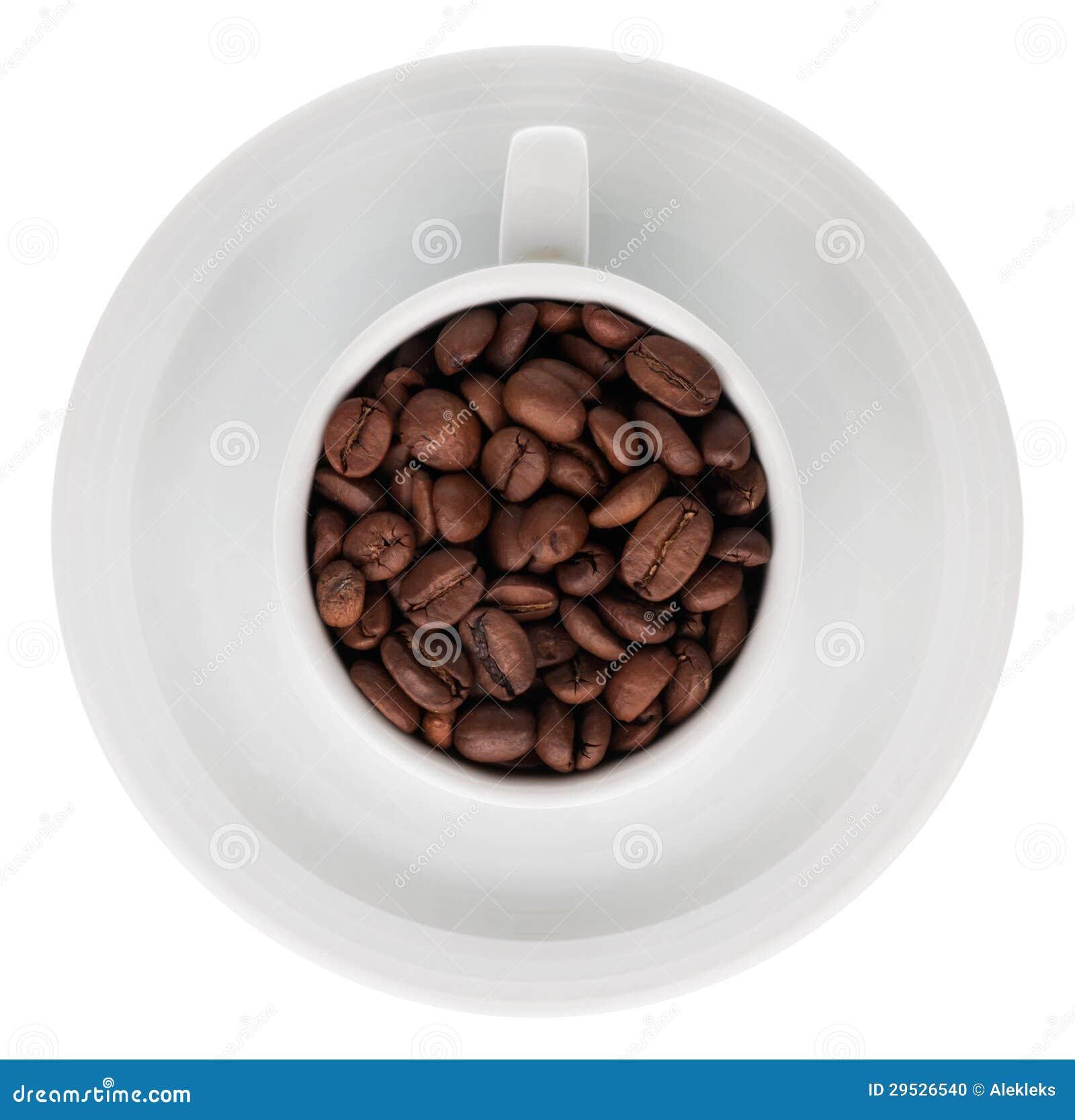 Copo de café completamente de feijões de café