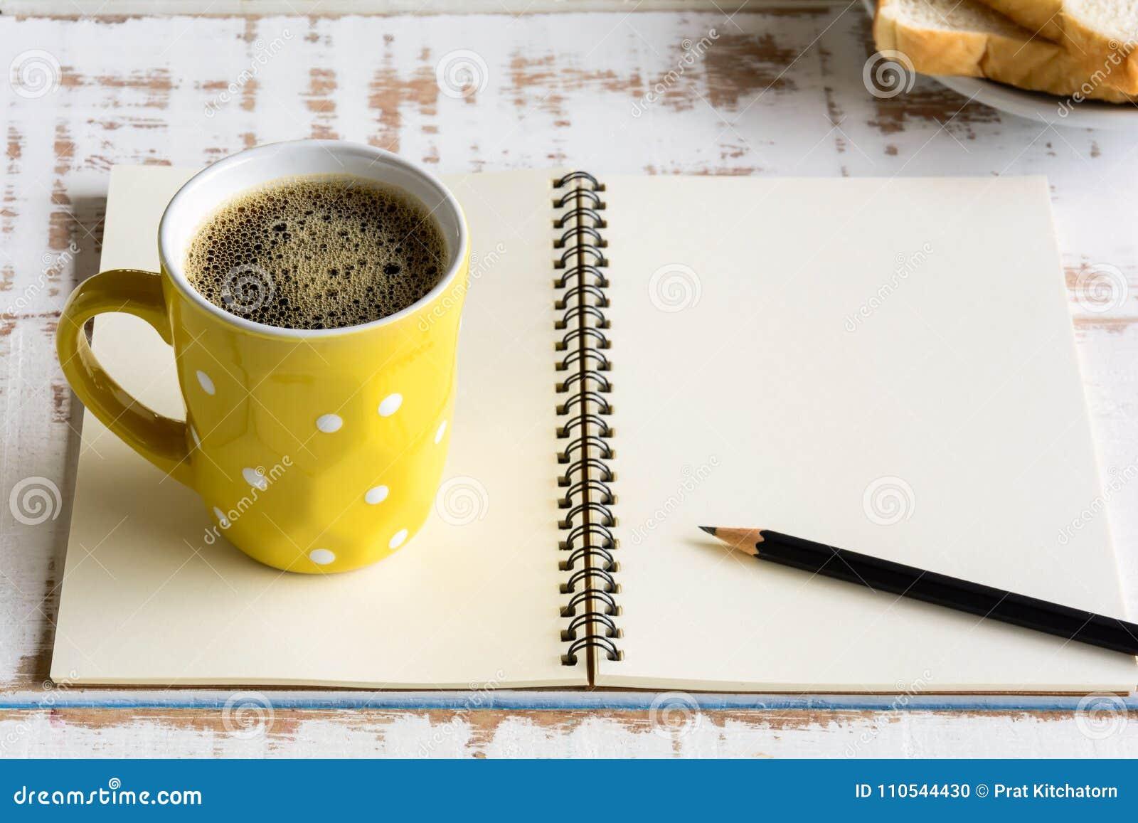 Copo de café preto do bom dia