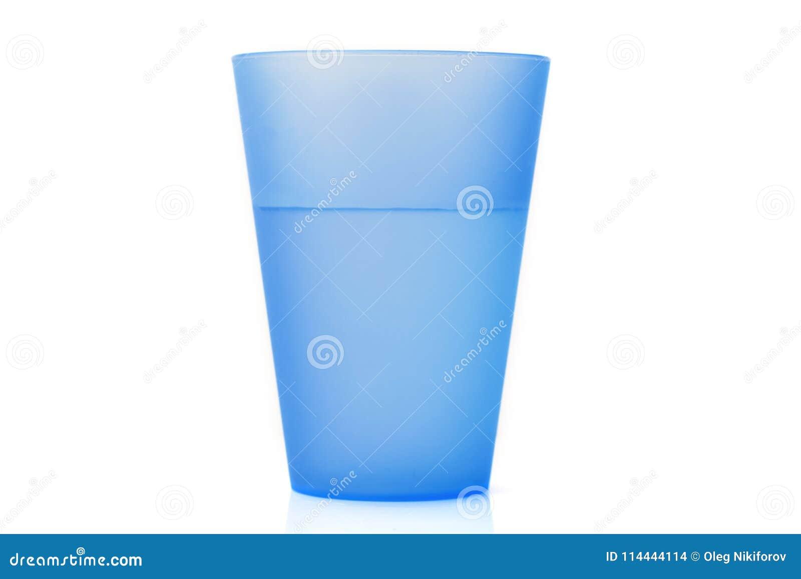 Copo plástico com água