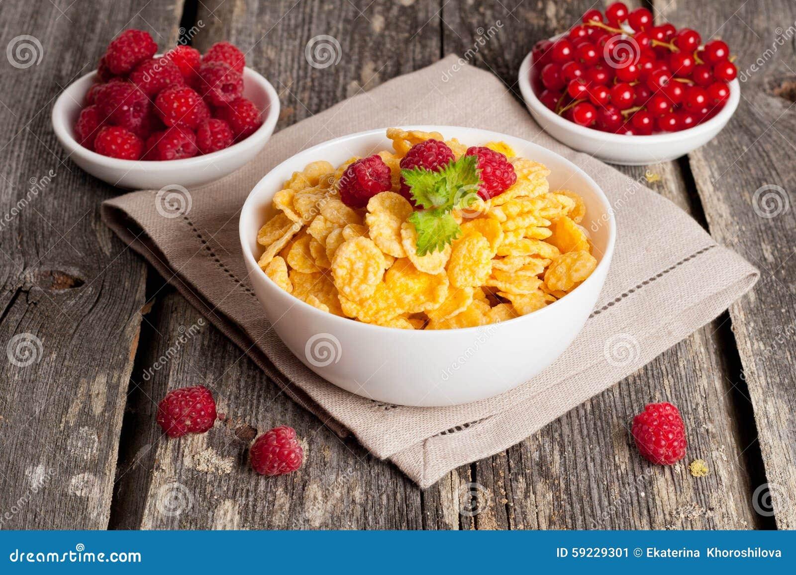 Download Copos De Maíz Y Diversas Bayas Imagen de archivo - Imagen de alimento, orgánico: 59229301