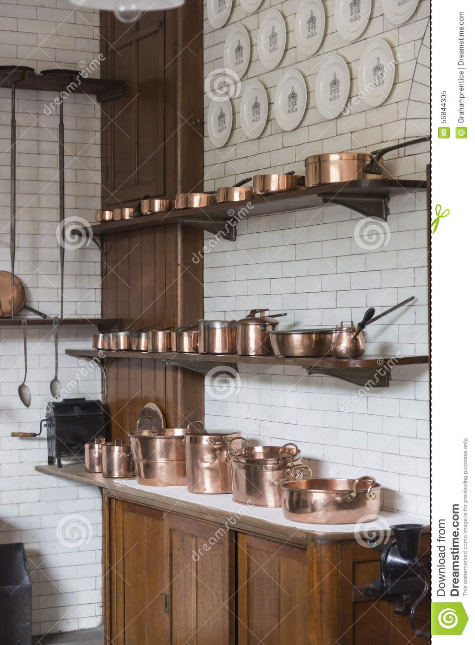 Gentil Download Copper Pots, Pans, Saucepans And Utensils In An Old Fashioned  Kitchen Stock