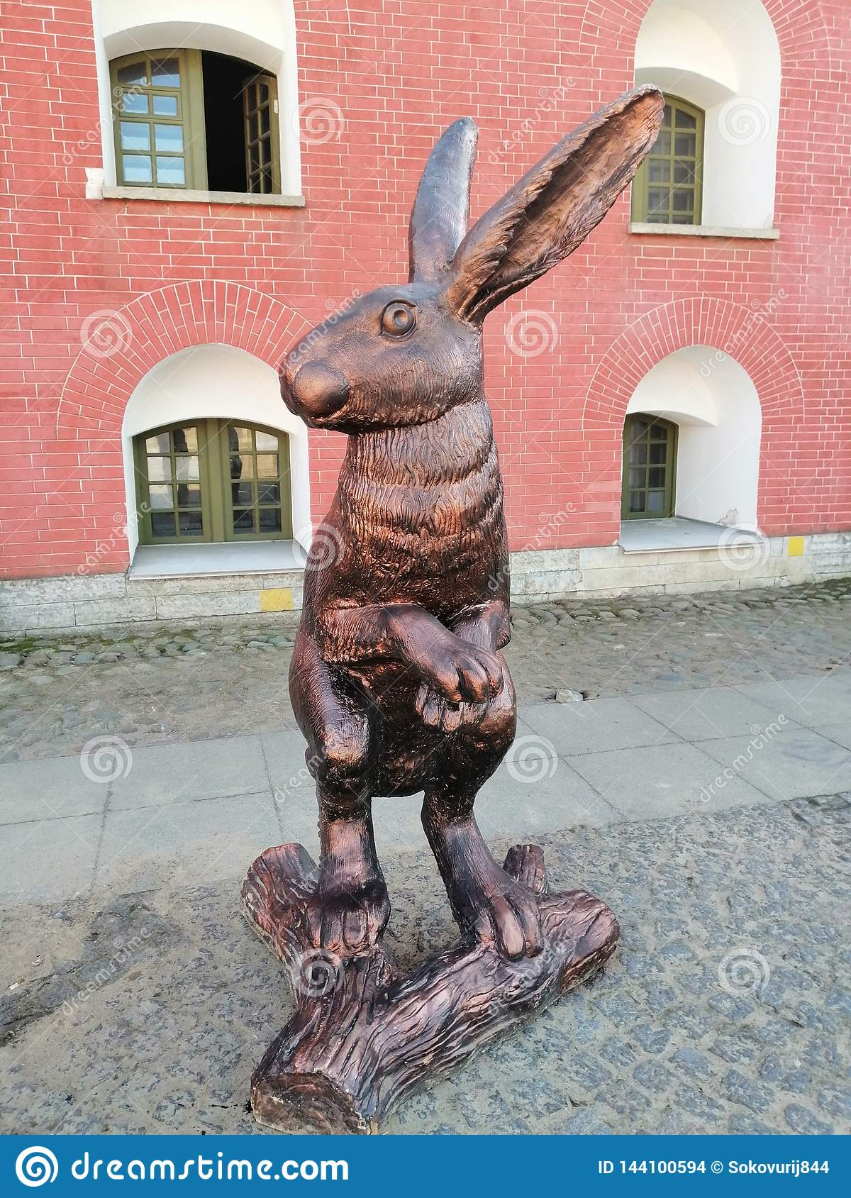 The  statue of a hare at the Cathedral square
