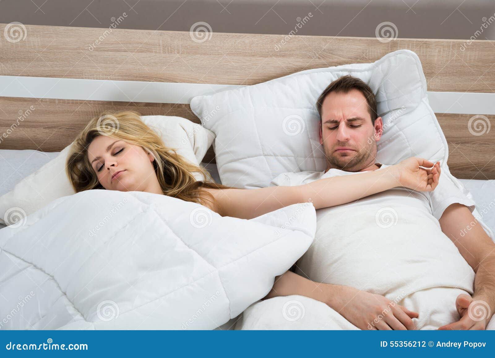 Coppie in camera da letto