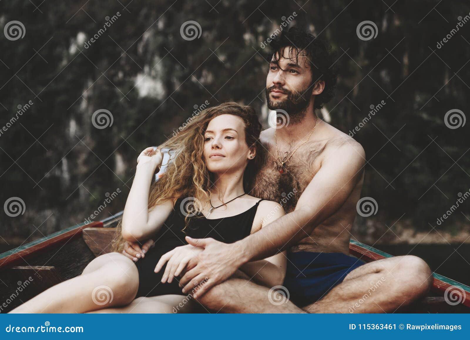 Coppie che spendono insieme un certo tempo romantico